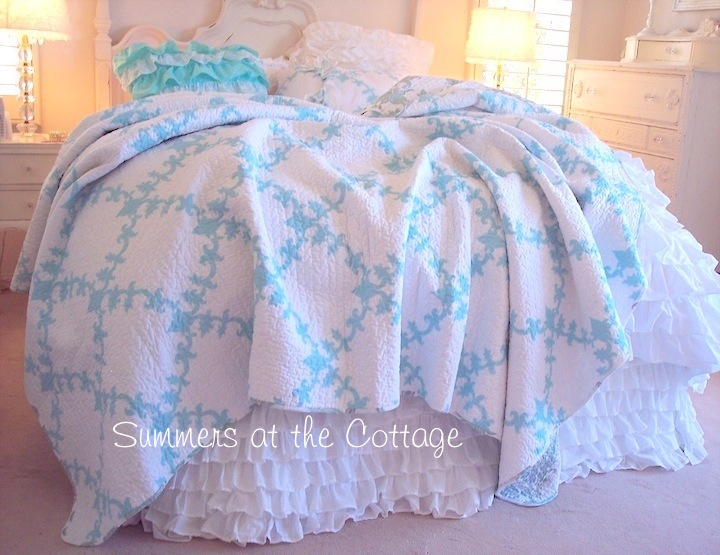 Aqua Blue White Quilt Set