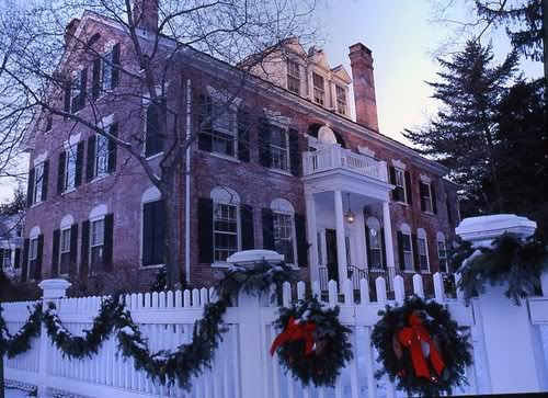 Wreaths & Garlands Mansion