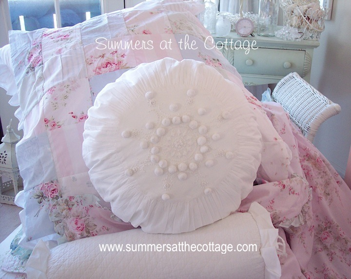 French Knot Pom Pom White Round Pillow