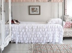 Twin Dreamy White Ruffled Quilt